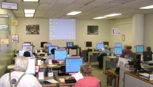 A photo of the Computer Lab filled with computer class students.